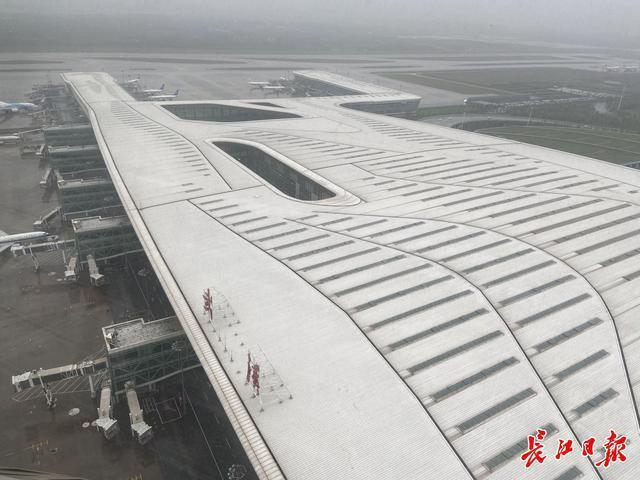 访问国内最高的武汉天河机场塔台,揭示空管气象观测员如何观云识雨。 第6张