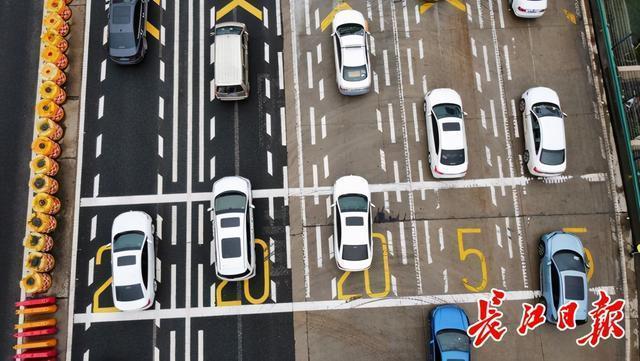 湖北省高速公路拥堵,请绕行。 第1张