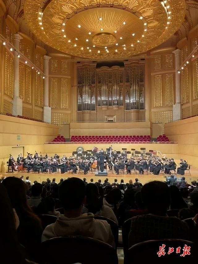 多种音乐风格的乐韵双城征服了现场观众。 第1张