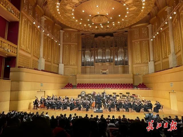 多种音乐风格的乐韵双城征服了现场观众。 第2张
