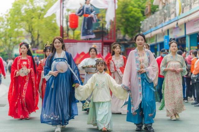 2023年清明小长假,湖北省共接待游客1170.3万人次。 第2张