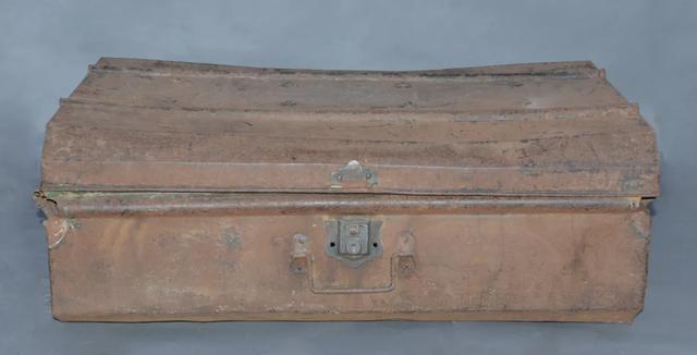 这个锈迹斑斑的铁箱在武汉珍藏多年,背后的故事令人动容。 第2张