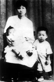 这个锈迹斑斑的铁箱在武汉珍藏多年,背后的故事令人动容。 第6张