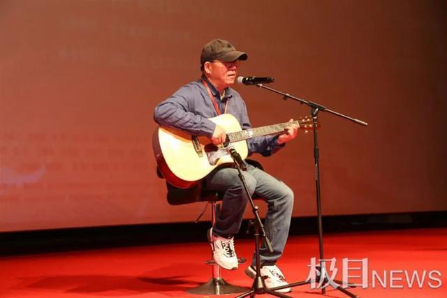 向每个抗疫英雄致敬,纪录片《一起走过》在汉首映。 第3张