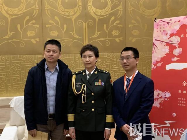 向每个抗疫英雄致敬,纪录片《一起走过》在汉首映。 第4张