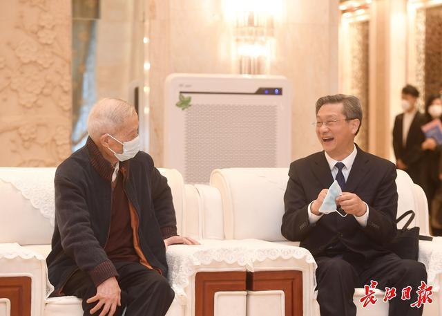 张伯礼、张定宇等7名专家在汉分享中医抗疫经验。 第2张